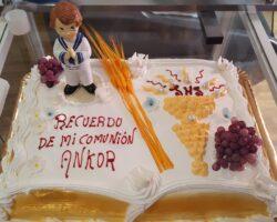 tarta de comunion niño con figura